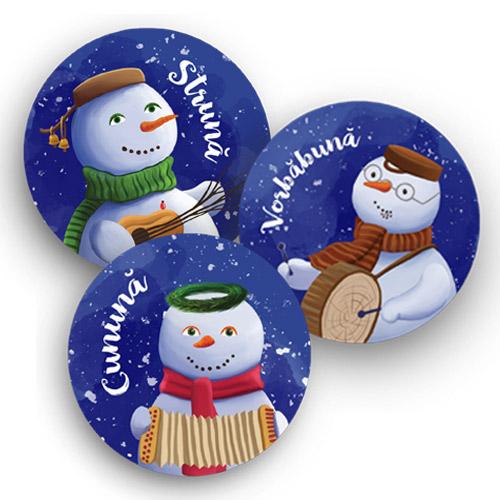 Set 3 insigne cu personajele seriei Cei trei Oameni de Zăpadă