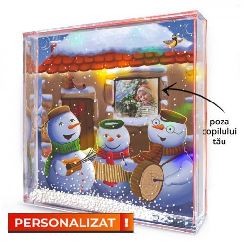 Glob decorativ feeric cu Cei trei Oameni de Zăpadă - PERSONALIZAT